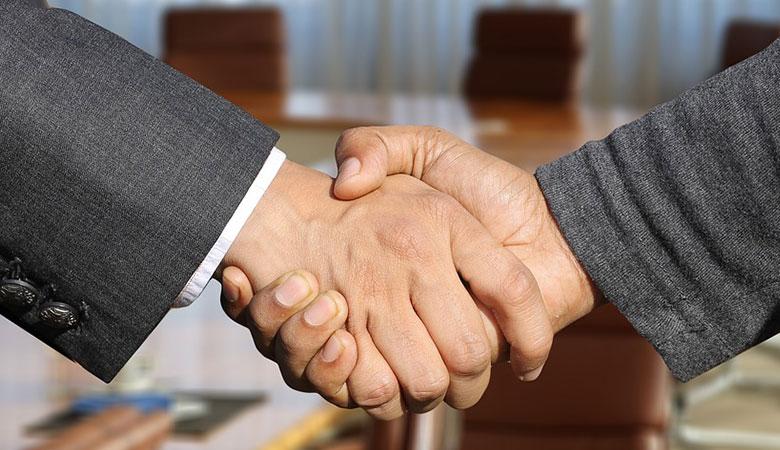 shaking hands between businessman